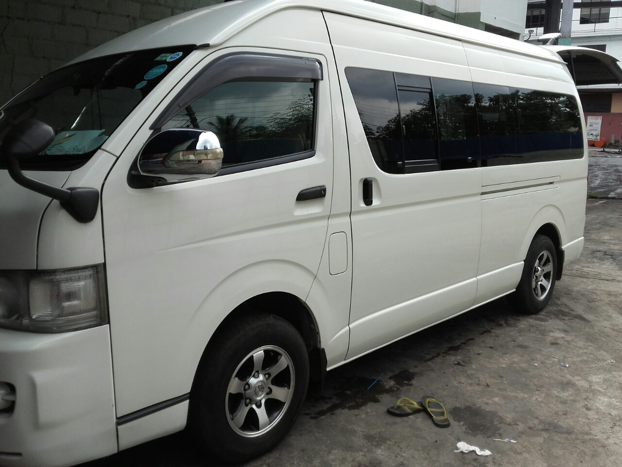 Hiace KDH220 with 9 passenger seats for hire